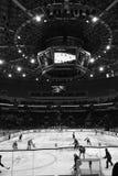Minsk Vitryssland, 09 01 2018 - hockeymatch Dinamo Minsk Vitryssland - Lokomotiv Yaroslavl Ryssland Arkivbild