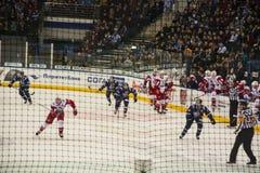 Minsk Vitryssland, 09 01 2018 - hockeymatch Dinamo Minsk Vitryssland - Lokomotiv Yaroslavl Ryssland Arkivfoto