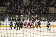 Minsk Vitryssland, 09 01 2018 - hockeymatch Dinamo Minsk Vitryssland - Lokomotiv Yaroslavl Ryssland Arkivfoton