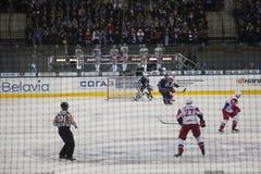Minsk Vitryssland, 09 01 2018 - hockeymatch Dinamo Minsk Vitryssland - Lokomotiv Yaroslavl Ryssland Fotografering för Bildbyråer