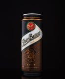 MINSK VITRYSSLAND - JANUARI 04, 2017: Kunna av Zlaty Bazant öl över svart bakgrund Zlaty Bazant ett slovakiskt ölmärke arkivbilder