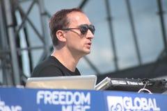 MINSK VITRYSSLAND - JULI 6: Paul van Dyk på den globala annalkande festivalen på Juli 6, 2013 i Minsk fotografering för bildbyråer