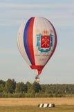 Minsk-Vitryssland Juli 19, 2015: Rysk Luft-ballong Team During Their Hit i internationell Aerostaticskopp royaltyfria bilder