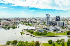 Minsk Vitryssland - 20 Maj 2017 panoramautsikt av staden från en höjd, Nemiga, Treenighetförort, prospekt av vinnare Arkivbild