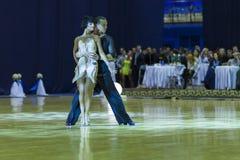 Minsk-Vitryssland Oktober 4, 2014: Andrey Zaycev och Elizaveta Cher Arkivbild