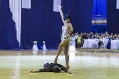 Minsk-Vitryssland Oktober 4, 2014: Andrey Zaycev och Elizaveta Cher Arkivfoton