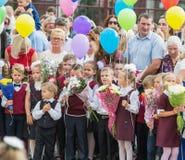 Minsk Vitryssland - September 1, 2018 Första-väghyvlar och deras paren royaltyfri fotografi