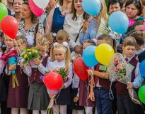 Minsk Vitryssland - September 1, 2018 Första-väghyvlar och deras paren royaltyfria foton