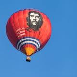 Minsk, Vitryssland 13-September-2014: sikt av baloonflyget för varm luft Arkivbild