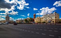 Minsk Vitryssland, självständighetfyrkant royaltyfria foton