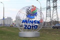 Minsk Weißrussland - 21. April 2019: Pfifferlingmaskottchen der 2. europäischen Spiele auf der Straße von Minsk stockfoto