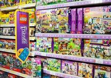 Minsk, Weißrussland, am 7. Juli 2018: Lego Toys For Sale On-Supermarkt-Regal Stockbild