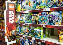 Minsk, Weißrussland, am 7. Juli 2018: Lego Toys For Sale On-Supermarkt-Regal Lizenzfreies Stockfoto