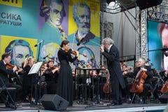 Minsk, Weißrussland, am 8. Juli 2017: Zustands-akademisches Sinfonieorchester des Republik Belarus führt an der Straße durch Leit lizenzfreie stockfotografie