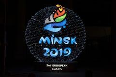 Minsk, Weißrussland, am 9. Juni 2019 2 europäische Spiele Heller Ball mit dem Logo von europäischen Spielen nahe dem Sportstadion lizenzfreies stockfoto