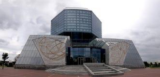 Minsk, Weißrussland - 12. Juni 2014: Modernes Gebäude der Nationalbibliothek von Weißrussland, Minsk Front View stockbild