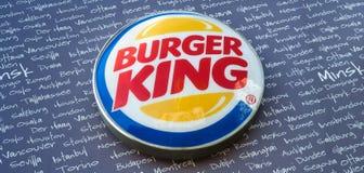 Minsk, Weißrussland - können 18, 2017: Burger King-Schild Lizenzfreie Stockfotografie