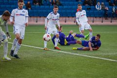 MINSK, WEISSRUSSLAND - 7. APRIL 2018: Fußballspieler während des belarussischen Fußballspiels der ersten Liga zwischen FC-Dynamo Stockbilder