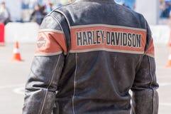 MINSK, WEISSRUSSLAND - 24. APRIL 2016 SCHWEIN Harley Owners Group-Öffnung, die Jahreszeitshow fährt Großaufnahme des Mannes im ec Stockfotos