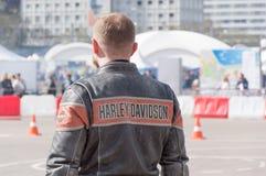 MINSK, WEISSRUSSLAND - 24. APRIL 2016 SCHWEIN Harley Owners Group-Öffnung, die Jahreszeitshow fährt Großaufnahme des Mannes im ec Lizenzfreies Stockfoto