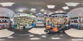 MINSK, WEISSRUSSLAND - APRIL 2017: volle nahtlose kugelförmige Winkel-Gradansicht des Panoramas 360 in Innenluxusstaubsaugerspeic stockfotografie