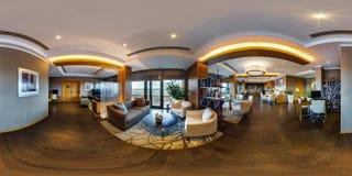 MINSK, WEISSRUSSLAND - AUGUST 2017: volles nahtloses kugelförmiges Panorama 360 Grad im Innencomputerraum und der Bibliothek für  lizenzfreies stockfoto