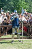 MINSK, WEISSRUSSLAND - 25. JULI 2015: Historische Wiederherstellung von ritterlichen Kämpfen des Kampfes von Grunwald in Dudutki Stockbild