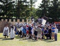 MINSK, WEISSRUSSLAND - 25. JULI 2015: Historische Wiederherstellung von ritterlichen Kämpfen des Kampfes von Grunwald in Dudutki Stockbilder