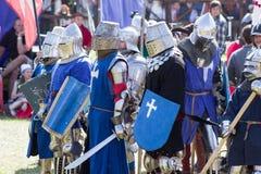 MINSK, WEISSRUSSLAND - 25. JULI 2015: Historische Wiederherstellung von ritterlichen Kämpfen des Kampfes von Grunwald in Dudutki Lizenzfreies Stockfoto