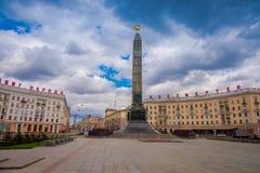 MINSK, WEISSRUSSLAND - 1. MAI 2018: Monument mit ewiger Flamme zu Ehren des Sieges von sowjetischen Armeesoldaten in großem Stockfoto