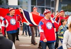 MINSK, WEISSRUSSLAND - 11. Mai - Norwegen lockert vor Chizhovka-Arena am 11. Mai 2014 in Weißrussland auf Eis-Hockey-Meisterschaf Lizenzfreie Stockbilder