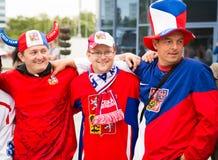 MINSK, WEISSRUSSLAND - 11. Mai - tschechische Fans vor Chizhovka-Arena am 11. Mai 2014 in Weißrussland Eis-Hockey-Meisterschaft Lizenzfreie Stockfotografie
