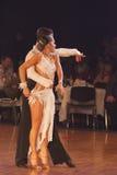 MINSK-WIT-RUSLAND, 15 JANUARI: Paar van de dans, het Jeugd Stock Foto