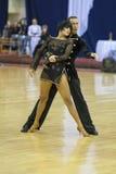 MINSK-WIT-RUSLAND, 17 FEBRUARI: Het niet geïdentificeerde paar van de Dans presteert Royalty-vrije Stock Afbeeldingen