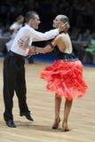 MINSK-WIT-RUSLAND, 19 MEI: De Jongere van het Paar van de dans Stock Foto