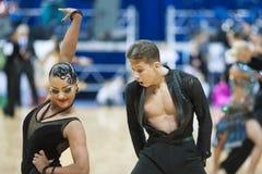 MINSK-WIT-RUSLAND, 19 MEI: Het volwassen Paar van de Dans Stock Foto