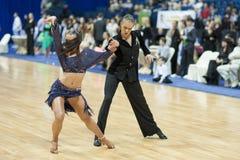 MINSK-WIT-RUSLAND, 19 MEI: Het volwassen paar van de Dans Royalty-vrije Stock Foto's