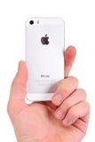 Minsk, Wit-Rusland - April 16, 2016: Apple-iPhone 5, 5S Witte versi Royalty-vrije Stock Foto's