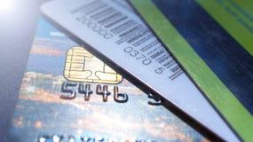 Minsk, Wit-Rusland, August/05/2017: Creditcard, plastic kaarten, kortingskaarten Portefeuille, beurs Royalty-vrije Stock Afbeelding