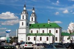 MINSK, WIT-RUSLAND - AUGUSTUS 01, 2013: De bouw van de kerk van de Heilige Geestkathedraal het werd moderne gebouw gebouwd in de  Royalty-vrije Stock Afbeelding