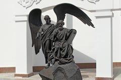 MINSK, WIT-RUSLAND - AUGUSTUS 01, 2013: Standbeeld van de Apostel en Evangelist John van Heilige de Theoloog Royalty-vrije Stock Fotografie