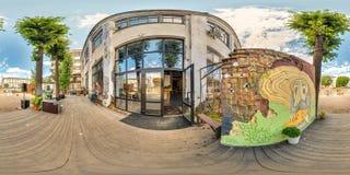 Minsk, Wit-Rusland - 2018: 3D sferisch panorama van de binnenplaats van de partijzolder met plaats voor het zitten met het bekijk Royalty-vrije Stock Afbeeldingen