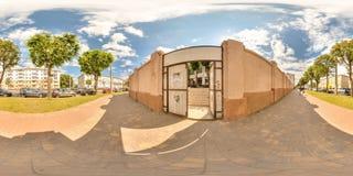 Minsk, Wit-Rusland - 2018: 3D sferisch panorama van de ingang aan zolderbinnenplaats met het bekijken 360 hoek klaar voor virtuel Royalty-vrije Stock Fotografie