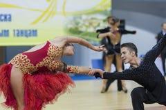 Minsk-Wit-Rusland, 23 Februari: Het niet geïdentificeerde Danspaar presteert Stock Foto's