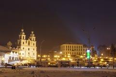 Minsk, Wit-Rusland - februari 11, 2018: Nacht Minsk Beroemd vierkant in Minsk Witrussische hoofdstad Oude Stad Cityscape van de w stock foto's