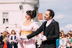 Minsk, Wit-Rusland Het paar van mensen kleedde zich in kleren van de negentiende Stock Foto