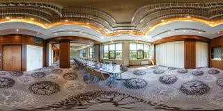 MINSK, WIT-RUSLAND - JULI 27, 2017: 360 panoramamening in binnenland van zaal van de luxe de lege conferentie voor commerciële ve stock fotografie