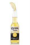 MINSK, WIT-RUSLAND - JULI 10, 2017: Redactiediefoto van fles Corona Extra-bier op wit, één wordt geïsoleerd van de hoogste-verkoo Stock Afbeelding