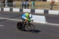 MINSK, WIT-RUSLAND - JUNI 25, 2019: De fietser van Slovenië neemt aan Vrouwen Verdeelde Begin Individuele Race deel bij de 2de Eu stock afbeelding