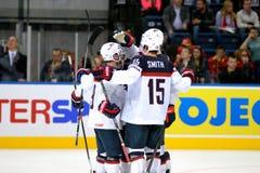 MINSK, WIT-RUSLAND - MEI 7: Het het hockeyteam van de V.S. viert tijdens 2014 IIHF het Kampioenschapsgelijke van het Wereldijshoc Royalty-vrije Stock Afbeeldingen